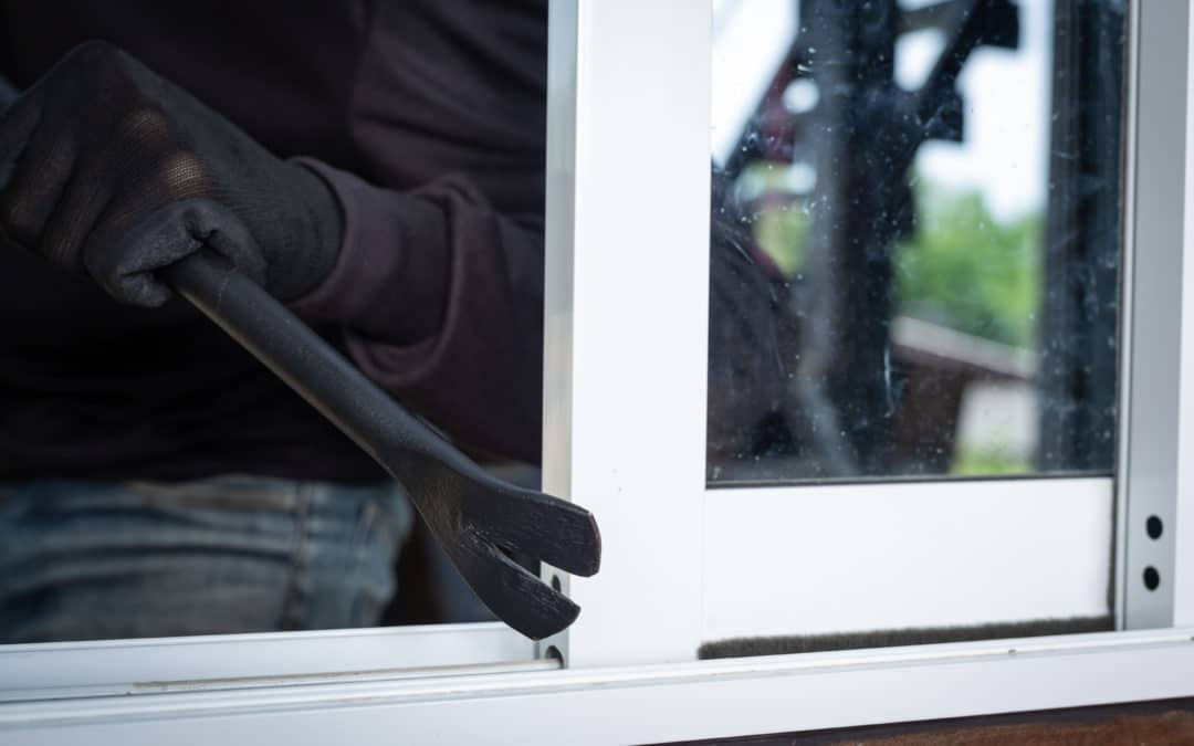 Jakie zabezpieczenia okien chronią przed włamaniem?